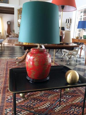 Kinesisk röd bordslampa