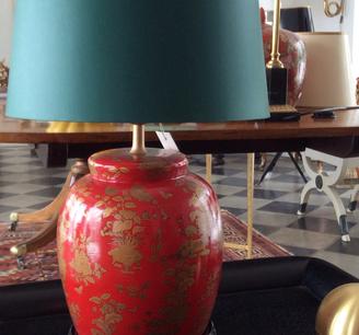 Röd bordslampa