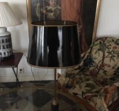 Oval svart lampskärm i lack